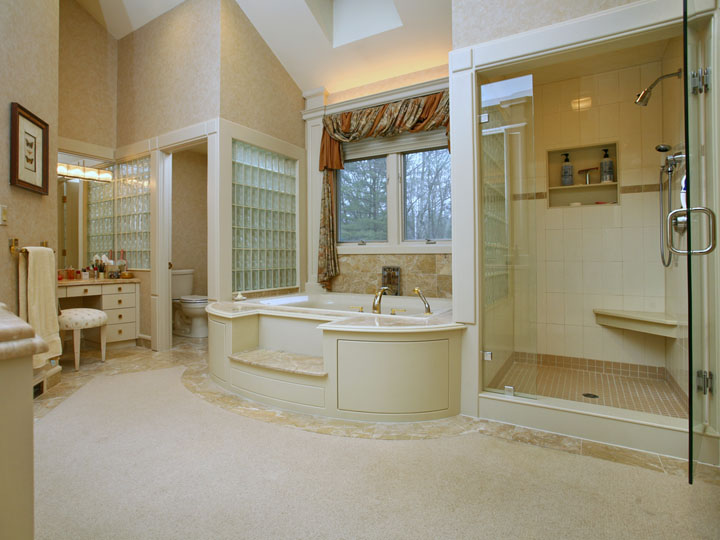Master suite bathroom interiors design for Master bathroom suite designs