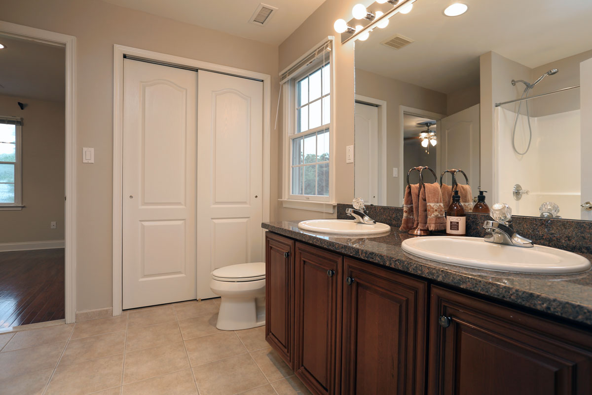 Virtual tour photographed by jay groccia principal for Master bathroom jack and jill